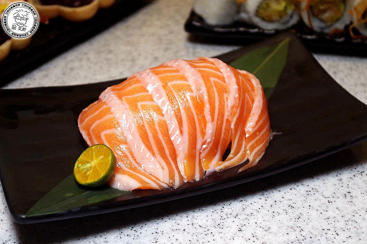 6極盛鮭魚肚刺生.jpg