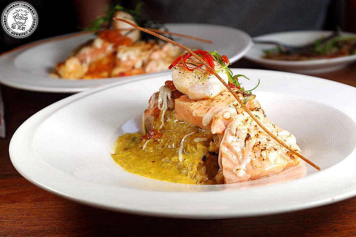 6炙燒鮭魚生干貝佐奶油明太子義大利麵1.jpg