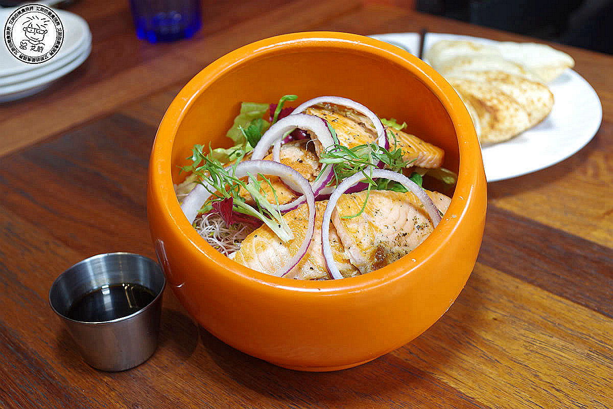 2炙燒鮭魚沙拉1.jpg