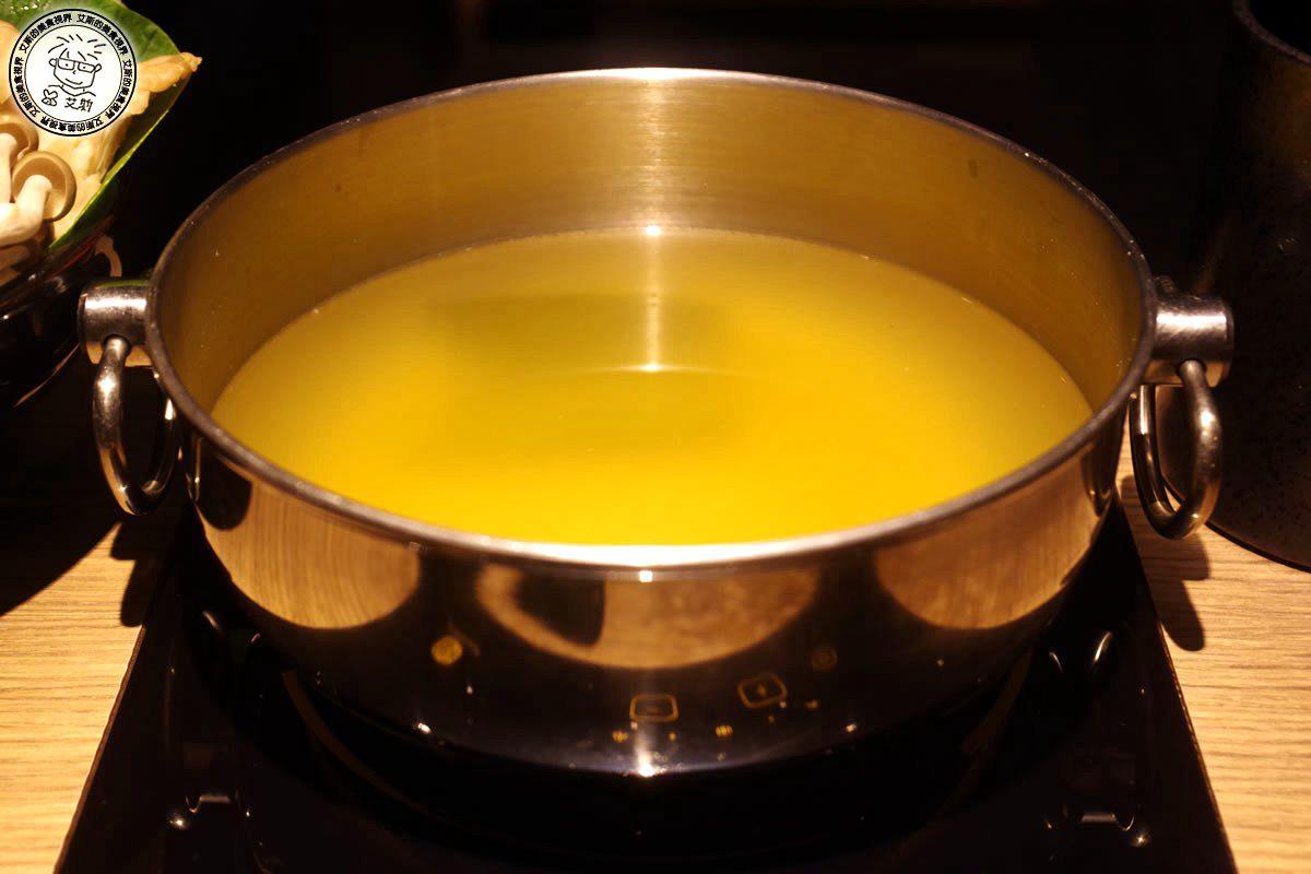 6牛肉鍋1-鍋底1.jpg
