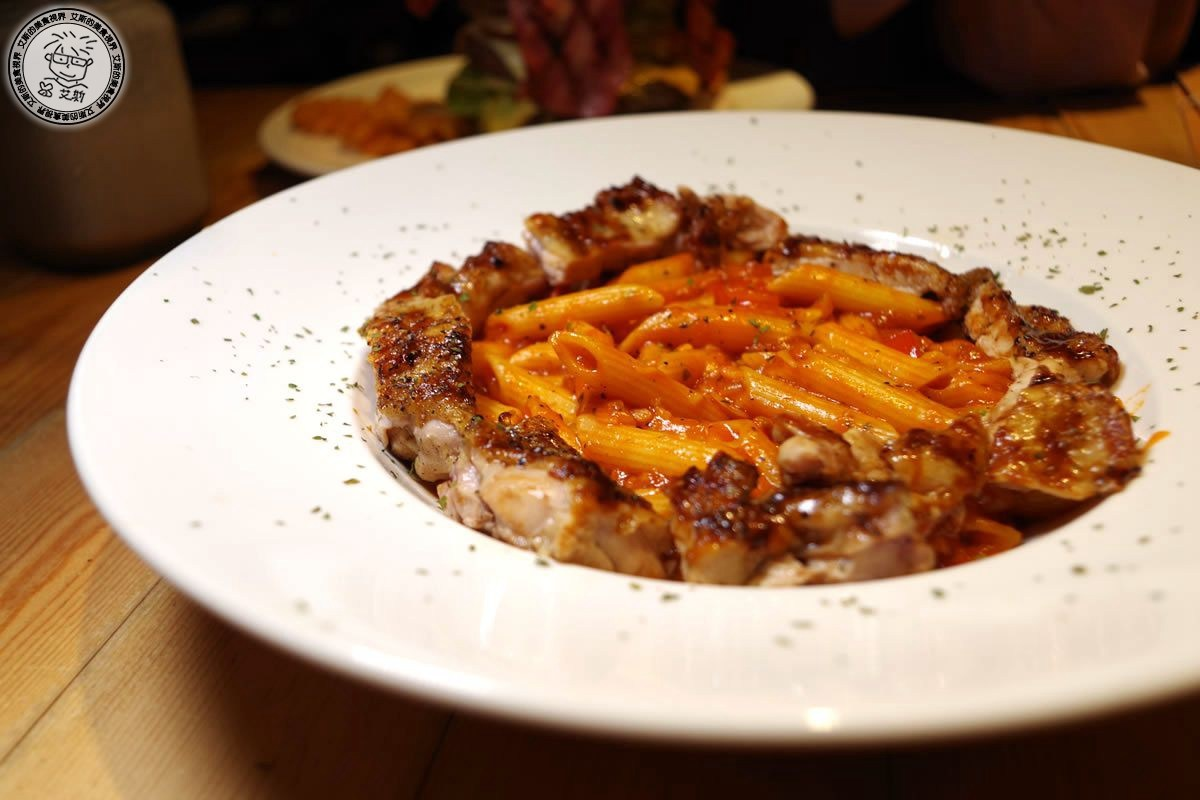 3鮮嫩雞腿肉醬義大利麵(換筆管麵)1.jpg