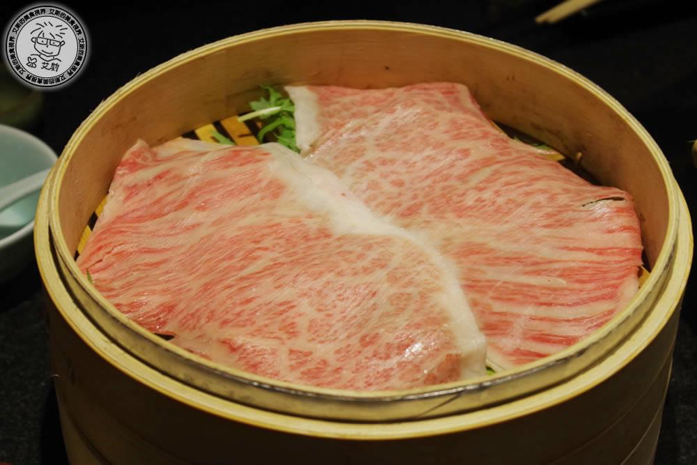 犒賞自己吃和牛剛好而已,不用飛日本在台灣就有全新和牛鍋物體驗.蘭亭和牛極緻鍋