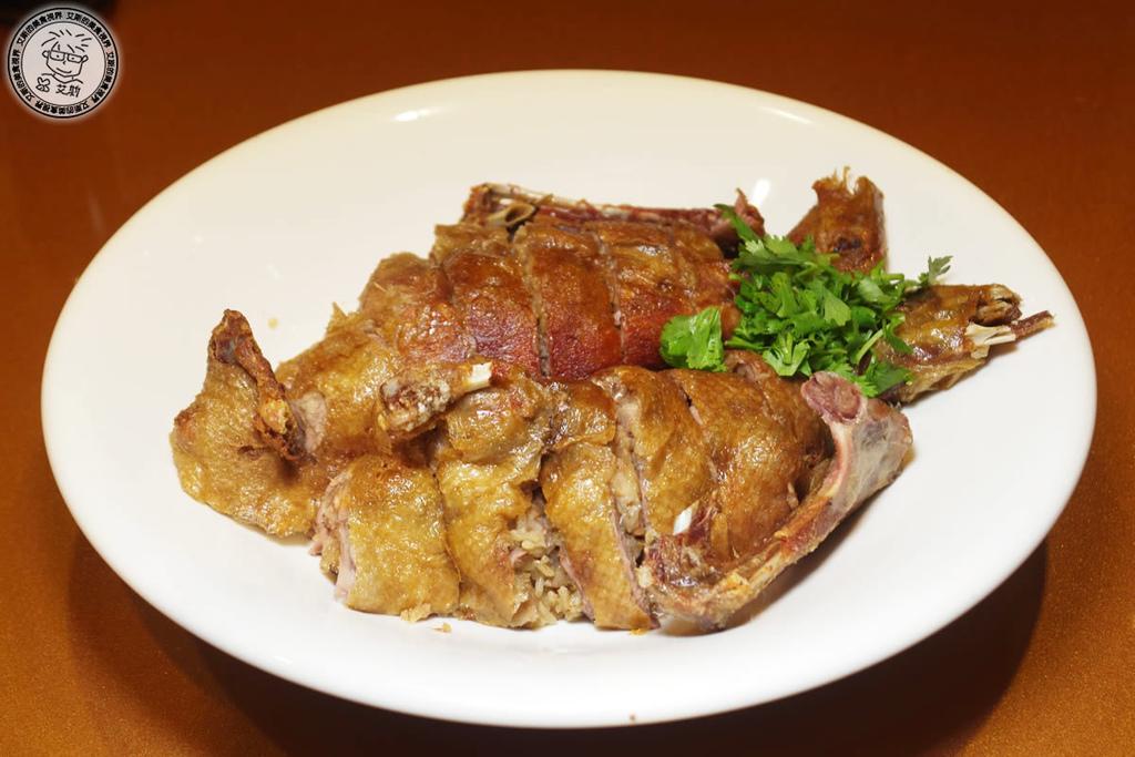 人多就是要揪團吃合菜.上海美食功夫菜是很不錯的選擇,還可以邊吃邊唱卡拉OK.上海故事