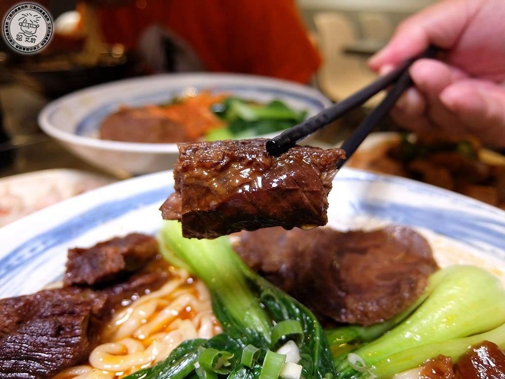 【牛肉麵.手搖飲】終於找到第一家日本人做成泡麵的牛肉麵店.嚴選腱子心一頭牛只能做七碗牛肉麵真是狂.神仙牛肉麵