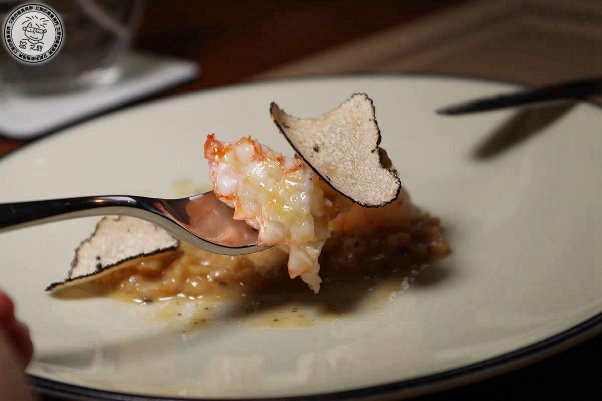 【 私廚 .預約. 無菜單料理 】【二訪】米其林星級法式結合南洋風味料理.使用台灣在地小農農產新鮮吃的到.Podium
