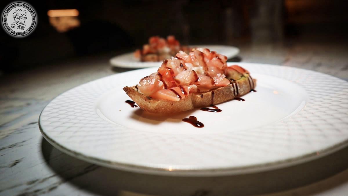 2煙燻鮭魚法棍莎莎