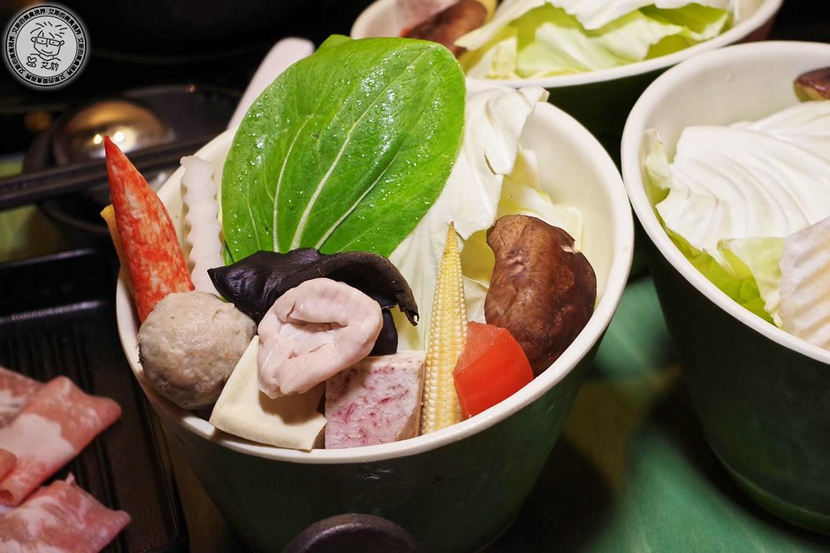 4季節時令蔬菜+火鍋料1